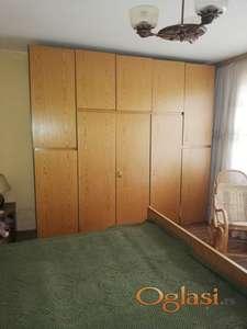 Prodajem povoljno kompletnu spavaću sobu u očuvanom stanju
