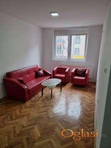 Odličan dvosoban stan, Nova detelinara, Janka  Veselinovica, jako mali troskovi, grejanje na struju- 230 eura