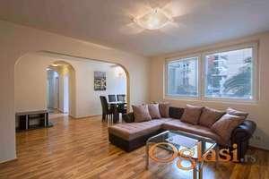 Dvosoban stan u centru na godišnjem nivou-600€