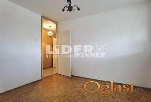 Trostran stan na atraktivnoj lokaciji za adaptaciju ID#107770