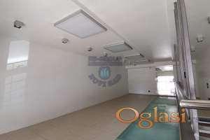 Poslovni prostor na top lokaciji 021-662-0001