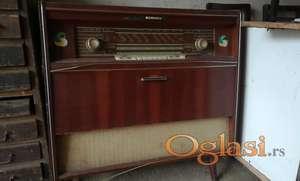 Stari radio sa gramofonom - RIZ 604 UKV