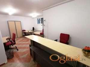 Izdajem namešten kancelarijski prostor u SM. Trosoban. 68 m2.